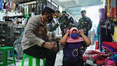 Photo of Kapolres Bagikan 1.500 Masker ke Empat Pasar Tradisional