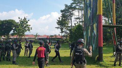 Photo of Personel Satuan Sabhara Polresta Banyumas Latihan Bersama Anggota TNI Dan Brimob