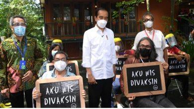 Photo of Presiden Jokowi Tinjau Vaksinasi Massal Bagi Seniman