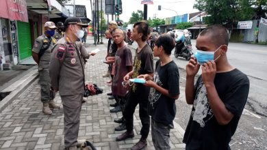 Photo of Sejumlah Anak Punk Kena Razia Satpol PP