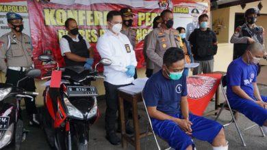 Photo of Berusaha Kabur, Dua Pelaku Penjambretan Dilumpuhkan Polisi