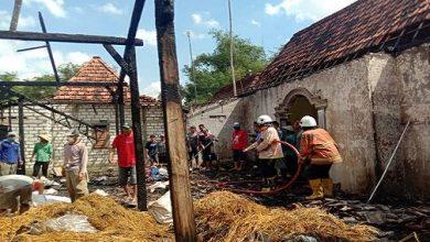Photo of Diduga Akibat Konsleting Listrik, Rumah Parkun Ludes Terbakar