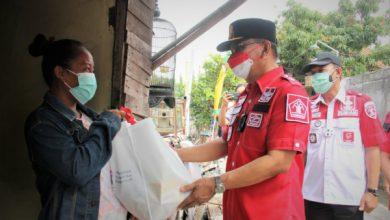 Photo of Kanwil Kementerian Hukum dan HAM Jateng Bagikan Ratusan Paket Sembako