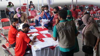 Photo of Serbuan Vaksin Pendopo Purworejo Dipenuhi Peserta, Sekda Tegaskan Vaksin Cukup