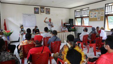 Photo of Kunjungi Kampung Yoka, Ganjar Tawarkan Kerja Sama Desa Jateng-Papua