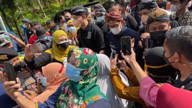 Photo of Berada Jauh di Atas Gunung, Warga Sebut Sandiaga Uno Menteri Pertama yang Kunjungi Cikakak